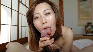 Japonesas milf lambe e chupa caralhos