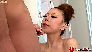 Fabuloso Broche e Voluptuosa Esperma engolindo por uma puta jovem.