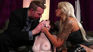CÚ Sexo com Nina Elle e Anna de Ville
