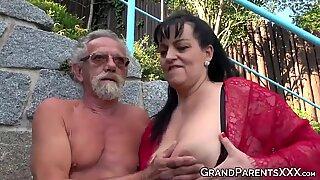 Mamalhuda Avó Chupadas Big Old Caralhos e fica Gozar pulverizado em Sexo A 4
