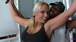 Bigass milf engana interracialmente o amante