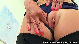 Inglesas gilf safira louise ainda adora inserir dedos na bunda