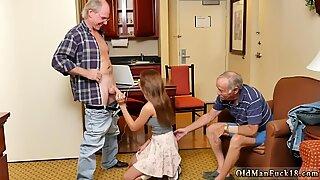 Gorduchas amigo s filha papai e velho desagradável avózinha apresentando dukke
