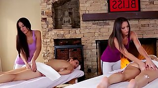 Exatricas Massagem se transforma em uma incrivelmente sensual Lésbicas Sexo A 4