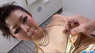 Yuki Asami japonesas milf assume uma imagem realmente gorda