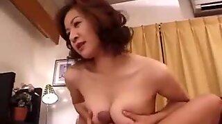 39yr idosas asiático passo mãe ama seus filhos caralhos