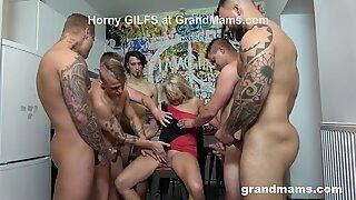 Primeiro sempre Avó Orgia! Gozar em todos os lugares!