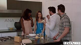 Vixen Riley Reid tem intenso sexo um 3 com Ana Foxxx e Namorado