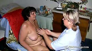 Duas lésbicas gordas velhas estão enlouquecendo