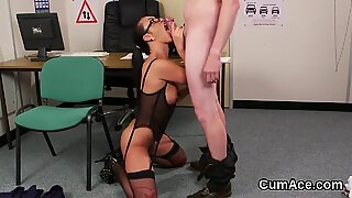 Foxy looker gets sperm load on her face gulping all the jizz