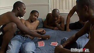 Thug orgia four way foda anal na sala com grandes pixas