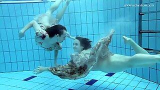 Anna Netrebko e Lada Poleshuk Debaixo de Água Lesbos