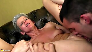 Mature skinny mom suck and fuck young boy's cock