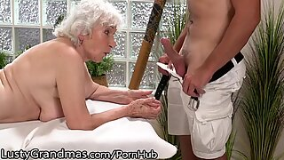 LustyGrandmas Old Senhora Cenas de Sexo por Masseur de Homem Juvenil