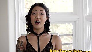 Senhora fatal com piercings e tatuagens fodida dura.