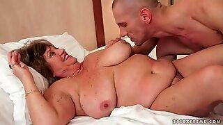Gordas avó com peitos enormes sendo fodidos