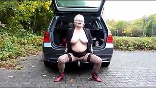 Velha mulher não exterior nuas