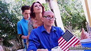 Sexo milf com filhos do companheiro e farejadora mãe awesome 4 de julho sexo a 3 - Reino de Aspen