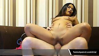 Hot Thai Babe Gets A Creampie