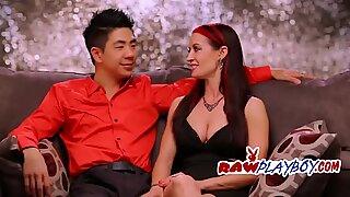 Asiático gajo fode duas namoradas e se comporta como um macho endurecido.