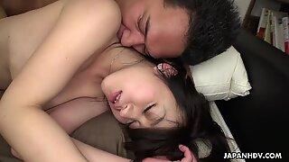 Vagabunda morena asiática pegando sua boceta peludas fodida profundamente