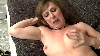 Mature sexbomb mother fucks young boy like crazy